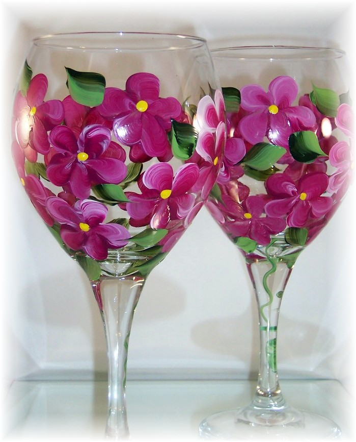 Raspberry Hydrangea on 20 Ounce Balloon Goblet