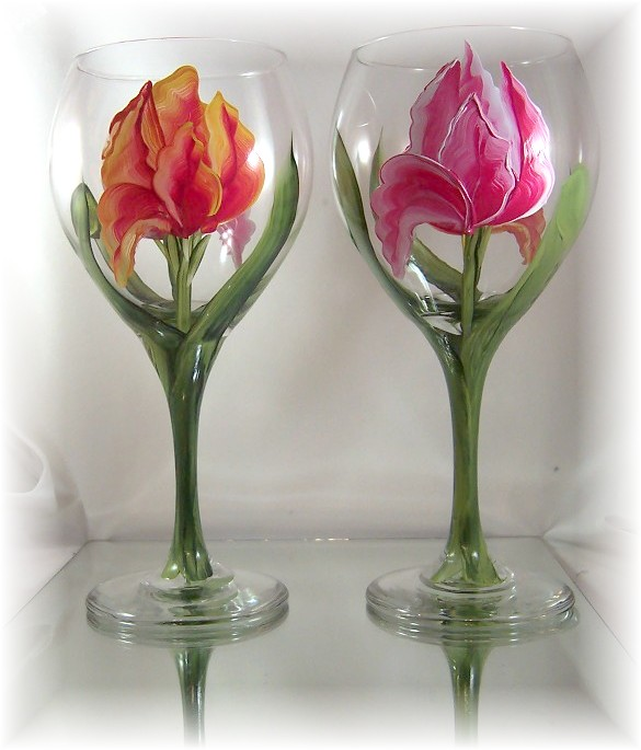 #736 Tiptoe Through the Tulips wine Glass